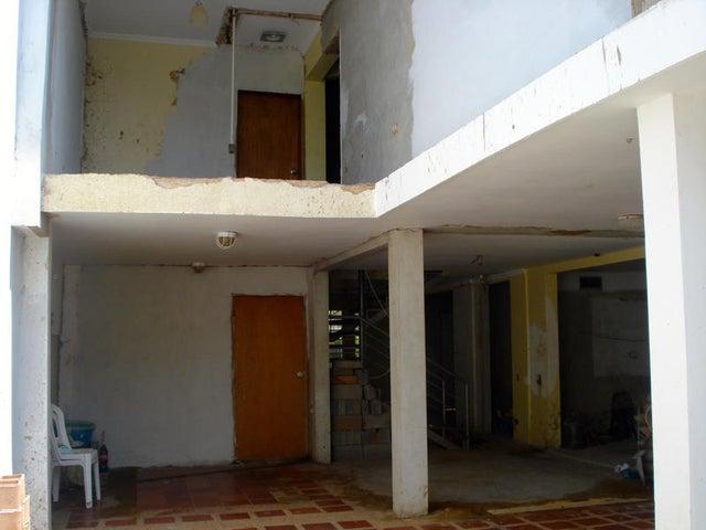 Townhouse Zulia>Maracaibo>Fuerzas Armadas - Venta:18.461.000.000 Bolivares - codigo: 16-3079