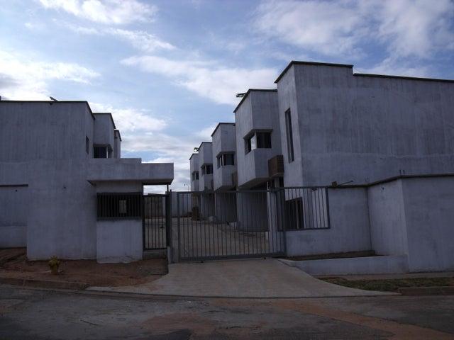 Townhouse Bolivar>Puerto Ordaz>Caronoco - Venta:10.878.000 Precio Referencial - codigo: 16-3246