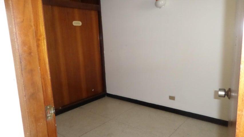 Casa Distrito Metropolitano>Caracas>Santa Monica - Venta:47.373.000.000 Bolivares - codigo: 16-3428