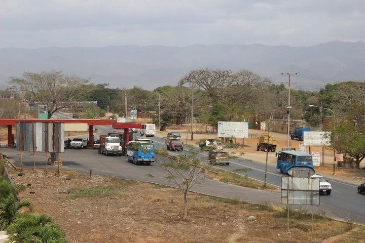 Local Comercial Miranda>Santa Teresa>La Raiza - Venta:93.091.000.000 Bolivares - codigo: 16-3517