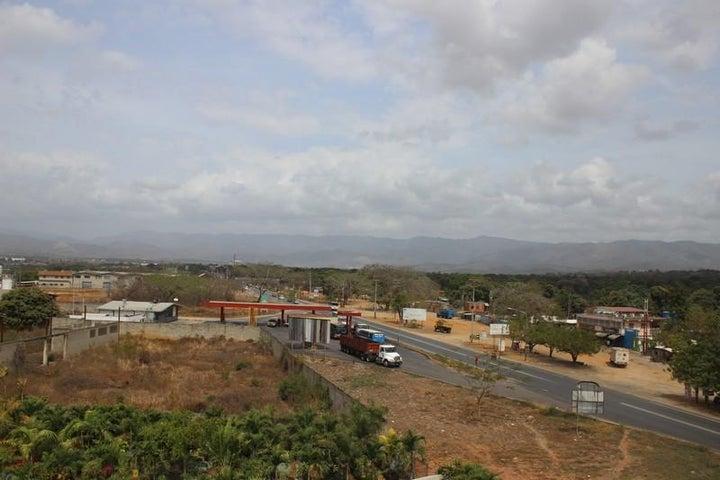 Local Comercial Miranda>Santa Teresa>La Raiza - Venta:92.306.000.000 Bolivares - codigo: 16-3519
