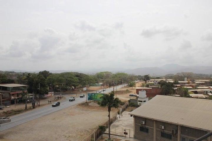 Local Comercial Miranda>Santa Teresa>La Raiza - Alquiler:188.000.000 Precio Referencial - codigo: 16-3522