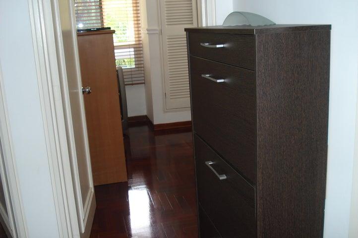 Apartamento Distrito Metropolitano>Caracas>El Cigarral - Venta:32.307.000.000 Bolivares Fuertes - codigo: 16-3661