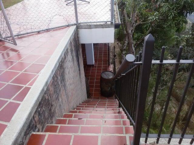 Casa Miranda>San Antonio de los Altos>Club de Campo - Venta:99.212.000.000 Bolivares - codigo: 16-4237