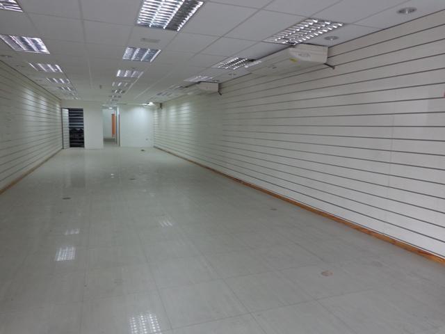 Local Comercial Lara>Barquisimeto>Parroquia Concepcion - Venta:122.145.000.000 Precio Referencial - codigo: 16-3870