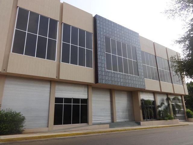 Local Comercial Zulia>Maracaibo>Centro - Venta:2.442.903.000.000 Precio Referencial - codigo: 13-5384