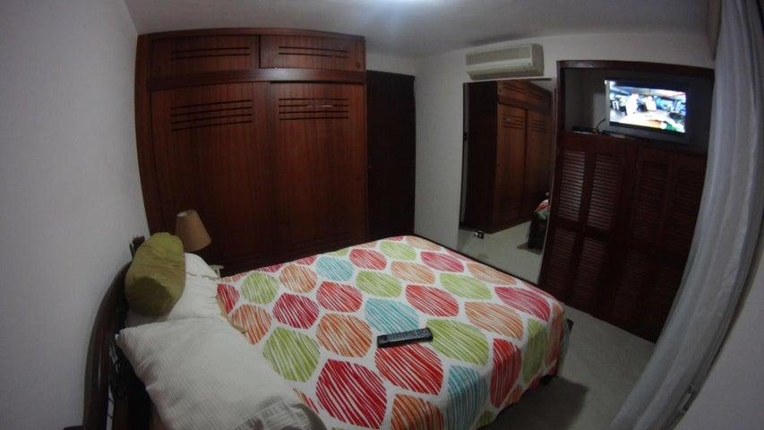 Apartamento Distrito Metropolitano>Caracas>La Florida - Venta:23.076.000.000 Bolivares Fuertes - codigo: 16-3969