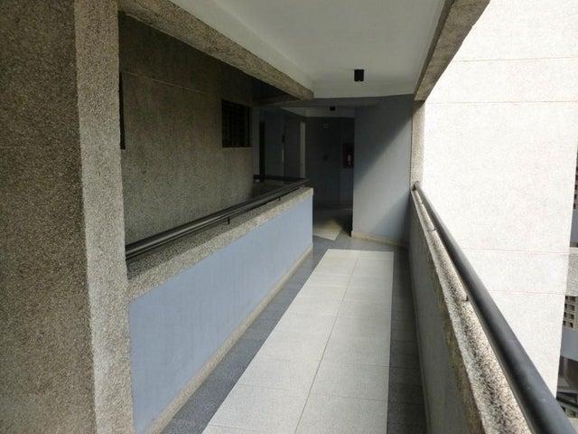 Apartamento Distrito Metropolitano>Caracas>El Rosal - Venta:27.158.000.000 Bolivares Fuertes - codigo: 16-4159