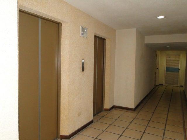 Apartamento Distrito Metropolitano>Caracas>Bello Monte - Venta:15.791.000.000 Bolivares Fuertes - codigo: 16-4194