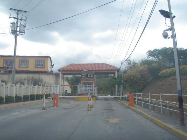Townhouse Miranda>Guatire>Villa Avila - Venta:5.978.000.000 Bolivares - codigo: 16-4225