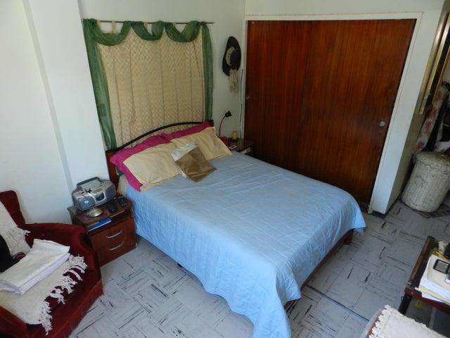 Apartamento Distrito Metropolitano>Caracas>Los Chaguaramos - Venta:47.062.000.000 Precio Referencial - codigo: 16-4423
