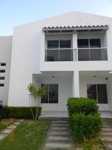 Townhouse Nueva Esparta>Margarita>Sector San Lorenzo - Venta:250.000 Precio Referencial - codigo: 16-4422