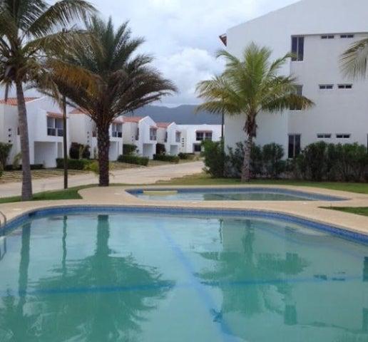 Townhouse Nueva Esparta>Margarita>Sector San Lorenzo - Venta:152.681.000.000 Precio Referencial - codigo: 16-4422