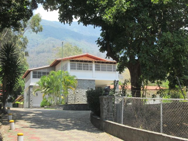 Casa Distrito Metropolitano>Caracas>Country Club - Venta:3.527.410.000.000 Precio Referencial - codigo: 16-4463