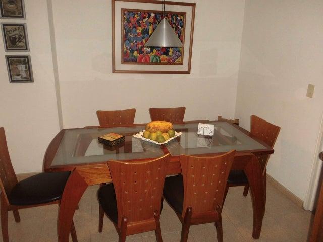 Apartamento Distrito Metropolitano>Caracas>Colinas de La California - Alquiler:3.000 Precio Referencial - codigo: 16-5520