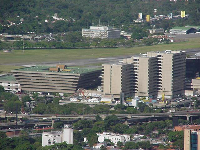 Local Comercial Distrito Metropolitano>Caracas>Chuao - Venta:2.200.000 Precio Referencial - codigo: 16-4677