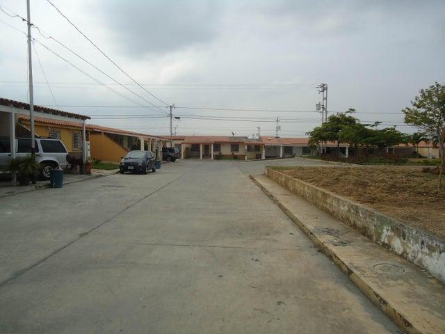 Casa Lara>Barquisimeto>La Ensenada - Venta:13.000 Precio Referencial - codigo: 16-4734