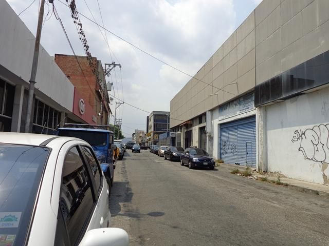 Local Comercial Lara>Barquisimeto>Parroquia Concepcion - Venta:112.793.000.000 Bolivares - codigo: 16-4766