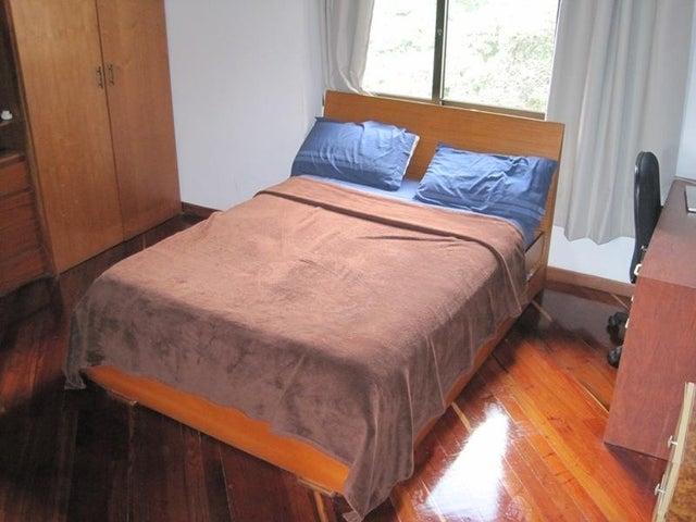 Apartamento Distrito Metropolitano>Caracas>La Florida - Venta:30.000.000.000 Bolivares Fuertes - codigo: 16-4857