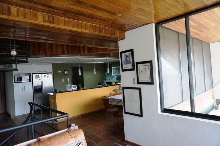Townhouse Distrito Metropolitano>Caracas>Parque Oripoto - Venta:112.670.000.000 Precio Referencial - codigo: 16-5032