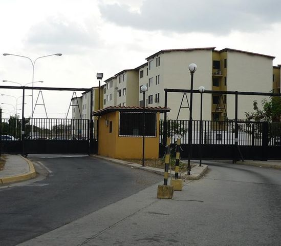 Apartamento Carabobo>Municipio Los Guayos>Paraparal - Venta:18.000.000 Bolivares Fuertes - codigo: 16-5747