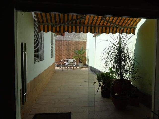 Casa Carabobo>Valencia>Altos de Guataparo - Venta:93.892.000.000 Precio Referencial - codigo: 16-4937