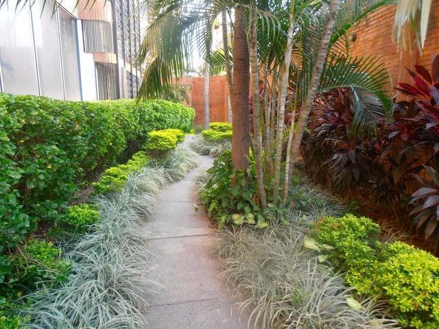 Apartamento Aragua>Maracay>El Bosque - Venta:210.000.000 Bolivares Fuertes - codigo: 16-5071