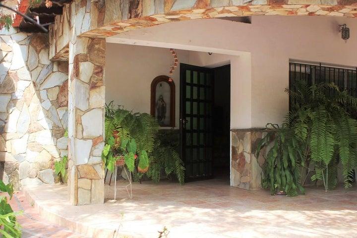 Casa Vargas>Parroquia Caraballeda>Palmar Este - Venta:63.549.000.000 Precio Referencial - codigo: 16-5087