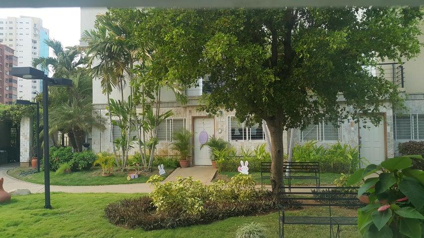 Townhouse Zulia>Maracaibo>Avenida El Milagro - Venta:11.104.000.000 Bolivares Fuertes - codigo: 16-5098