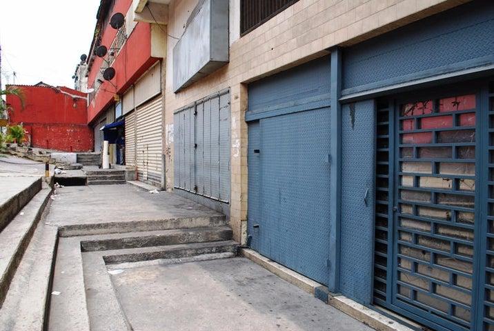 Local Comercial Distrito Metropolitano>Caracas>Parroquia Altagracia - Venta:281.675.000.000 Precio Referencial - codigo: 16-5128