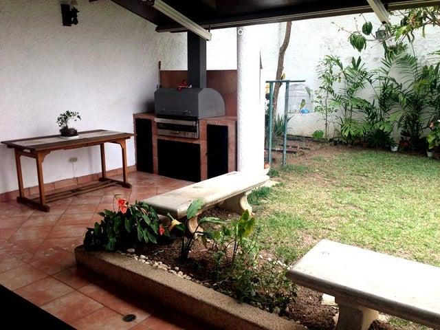 Casa Distrito Metropolitano>Caracas>La Boyera - Venta:264.707.000.000 Precio Referencial - codigo: 16-5272