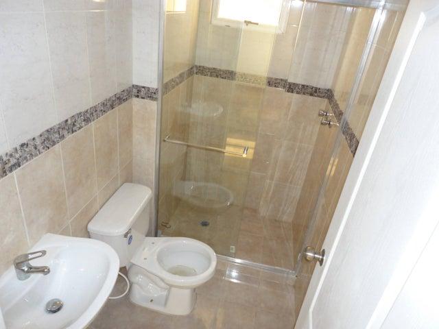 Apartamento Zulia>Maracaibo>Avenida Milagro Norte - Venta:32.000  - codigo: 16-4970