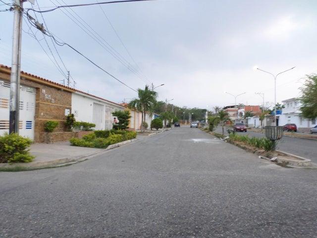 Casa Lara>Cabudare>El Amanecer - Venta:2.308.000.000 Bolivares - codigo: 16-5306