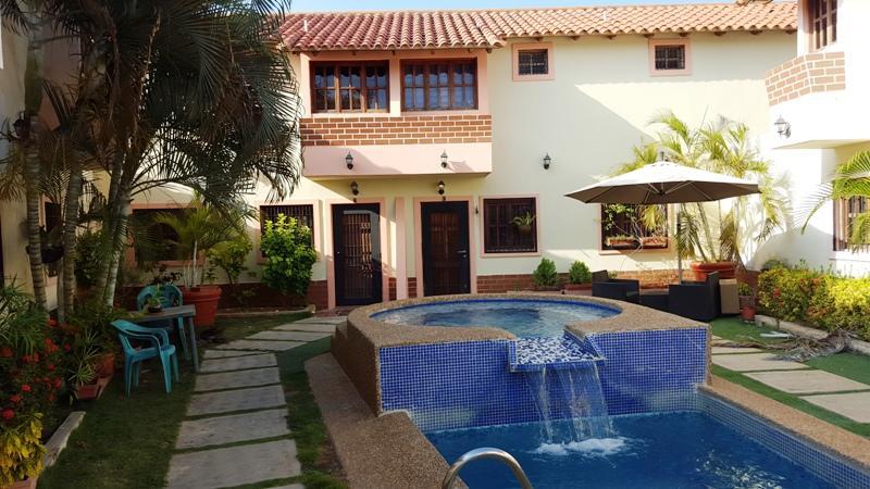 Townhouse Nueva Esparta>Margarita>Sector Atamo Sur - Venta:50.420.000.000 Precio Referencial - codigo: 16-5465