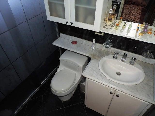 Apartamento Miranda>San Antonio de los Altos>Los Salias - Venta:52.668.000.000 Precio Referencial - codigo: 16-5885