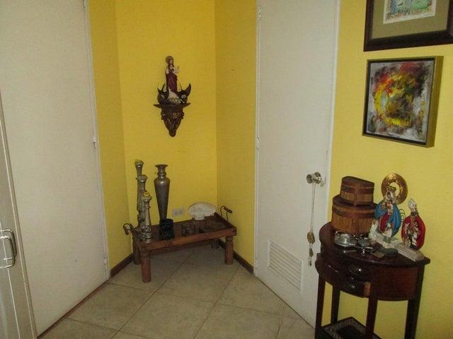 Apartamento Distrito Metropolitano>Caracas>Manzanares - Venta:64.135.000.000 Precio Referencial - codigo: 16-5561