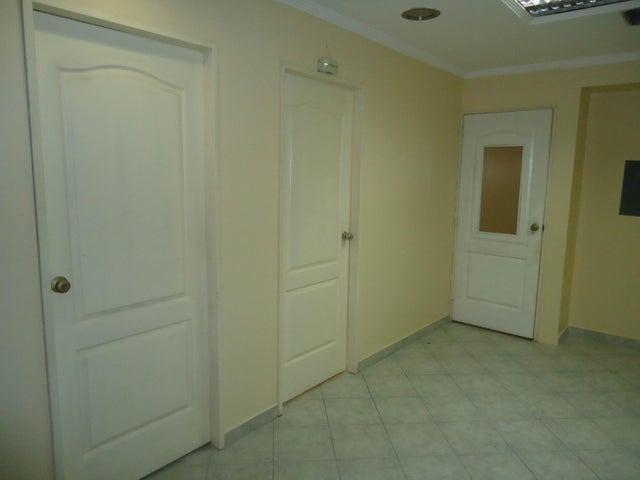 Oficina Lara>Barquisimeto>Zona Este - Venta:30.000 Precio Referencial - codigo: 16-5576