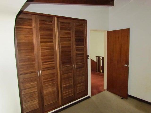 Casa Distrito Metropolitano>Caracas>Colinas de La California - Venta:23.500.000.000 Bolivares - codigo: 16-5598