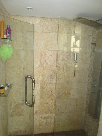 Apartamento Distrito Metropolitano>Caracas>Caurimare - Venta:46.145.000.000 Bolivares Fuertes - codigo: 16-5743