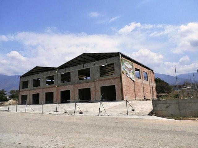 Local Comercial Miranda>Guatire>El Marques - Venta:139.773.000.000 Precio Referencial - codigo: 16-5694