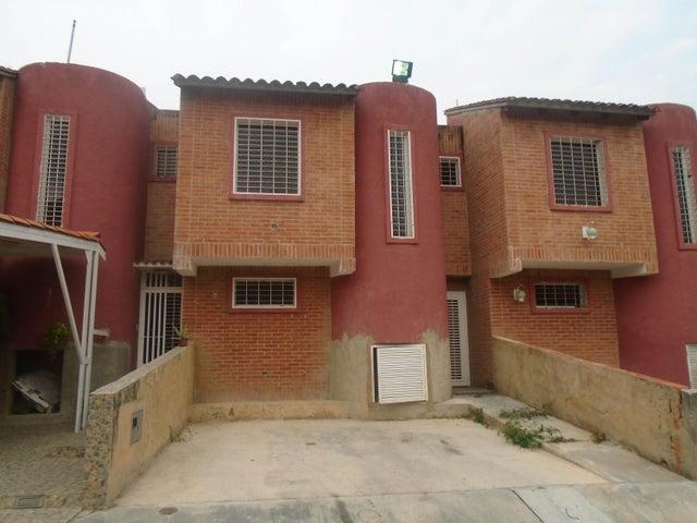 Townhouse Carabobo>Municipio Naguanagua>Barbula - Venta:500.000.000 Bolivares - codigo: 16-5738