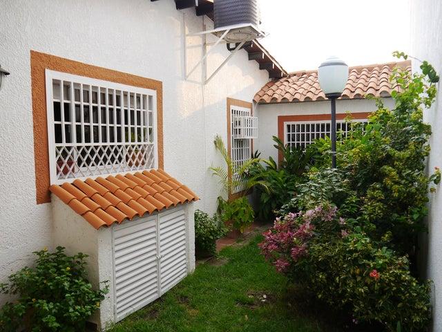 Casa Lara>Barquisimeto>Zona Este - Venta:14.711.000.000 Bolivares Fuertes - codigo: 16-6003