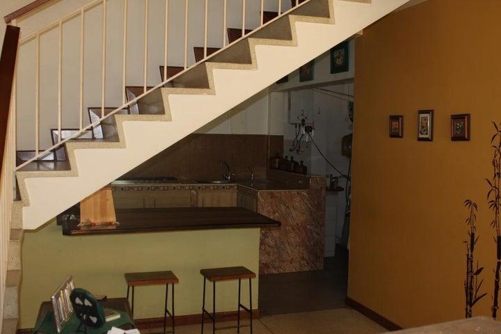Casa Distrito Metropolitano>Caracas>La California Sur - Venta:100.000 Precio Referencial - codigo: 16-6027