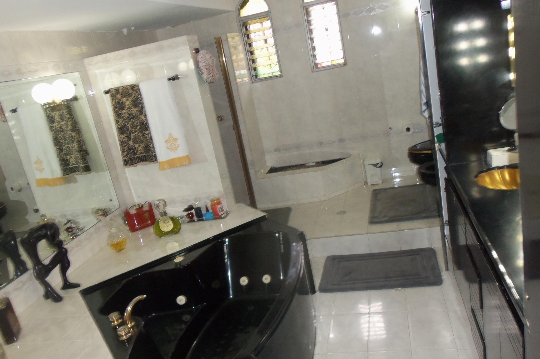 Casa Distrito Metropolitano>Caracas>Prados del Este - Venta:126.626.000.000 Bolivares - codigo: 16-6281
