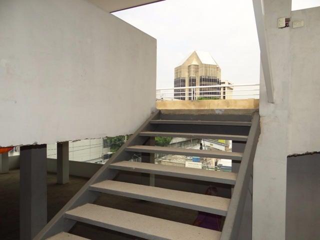 Edificio Distrito Metropolitano>Caracas>Montecristo - Venta:508.389.000.000 Precio Referencial - codigo: 16-6390