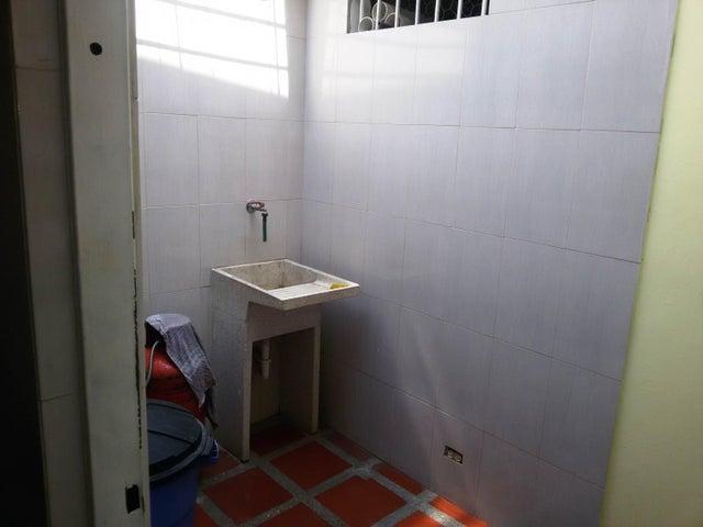 Casa Miranda>Guatire>El Castillejo - Venta:39.697.000.000 Precio Referencial - codigo: 16-6713