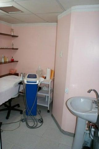 Consultorio Medico  Distrito Metropolitano>Caracas>Los Palos Grandes - Venta:1.128.532.000.000 Precio Referencial - codigo: 16-9215