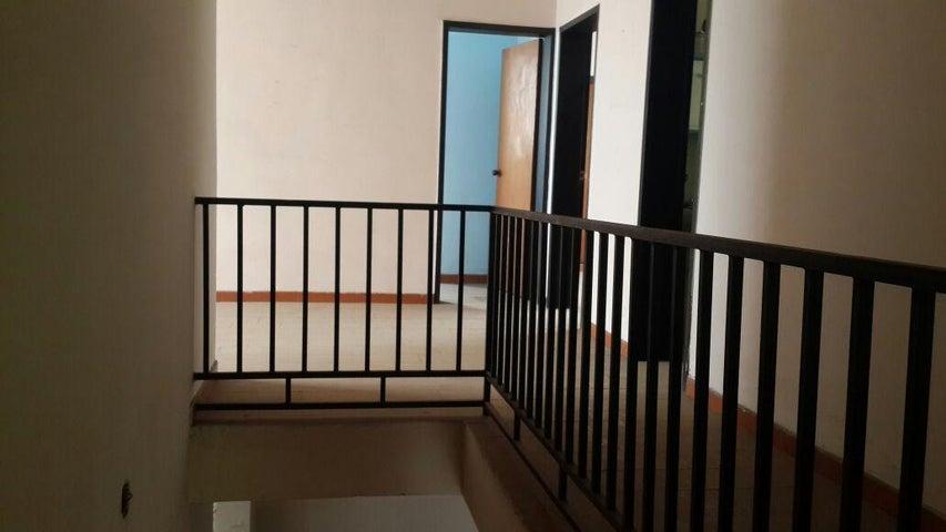 Casa Carabobo>Valencia>Camoruco - Venta:1.200.000.000 Bolivares - codigo: 16-7125