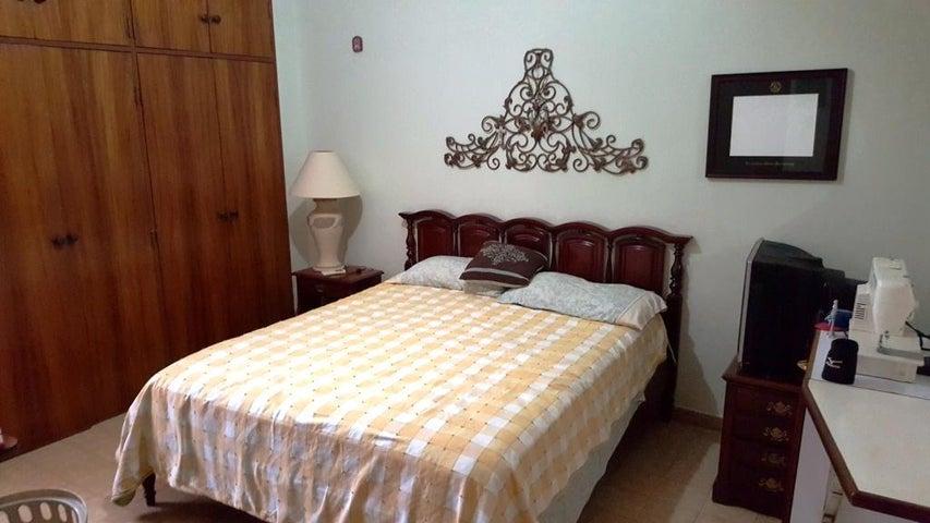 Casa Carabobo>Valencia>Valles de Camoruco - Venta:1.500.000.000 Bolivares - codigo: 16-6903
