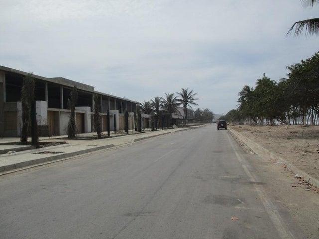 Local Comercial Nueva Esparta>Margarita>Playa El Agua - Venta:10.392.000.000 Bolivares - codigo: 16-6981